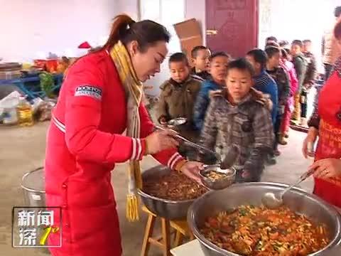 新闻深1°《送给贫困山区孩子的免费午餐》