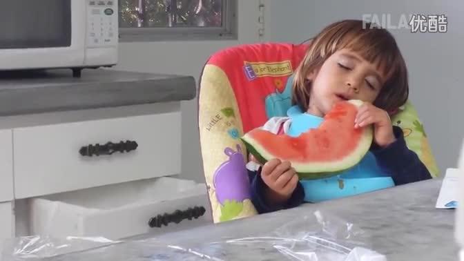 《熊孩子杯具傻缺视频合辑》