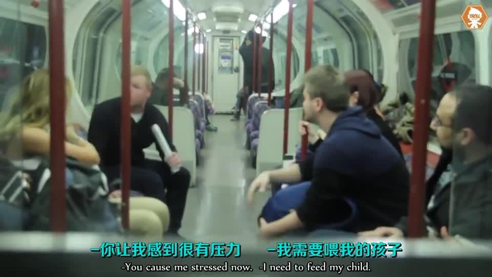 《在地铁上哺乳会引起什么反应》