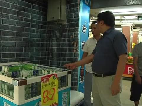 """突击检查超市 保障""""舌尖""""安全"""