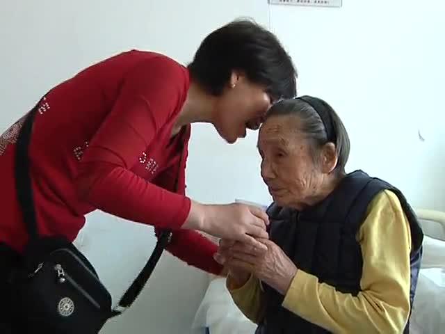 百岁老人白内障被成功摘除