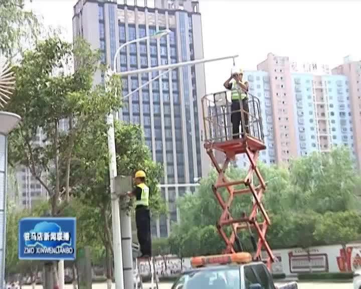 """城市监控维修工:与烈日""""共舞""""的高空作业者"""