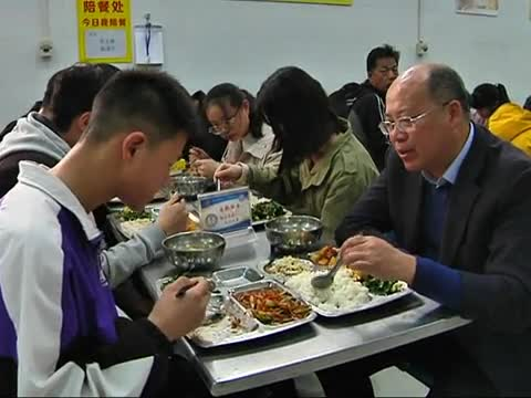 驻马店市实施中小学幼儿园教师陪餐制度 保障食品安全