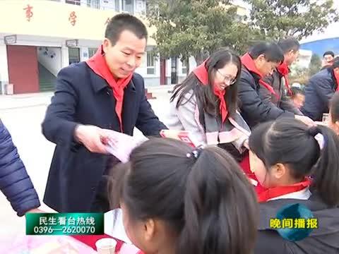 水屯镇关帝庙村委尊师重教奖励优秀教师和学生
