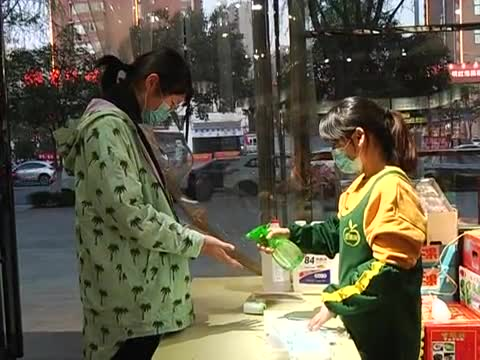 市区沿街门店逐步恢复营业