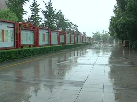 7月11日—-12日我市有大暴雨天气 请注意防范