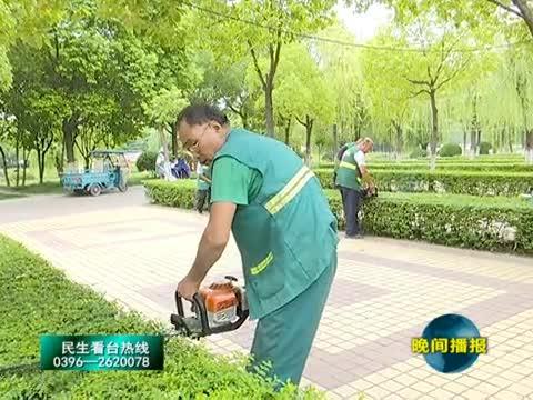 雨后园林工人忙修剪